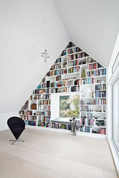 Impressive Home Library Design Ideas Attic Design, Library Design, Modern Bookshelf, Bookshelves, Bookcase Wall, Wall Shelves, Style At Home, Loft Room, Home Libraries