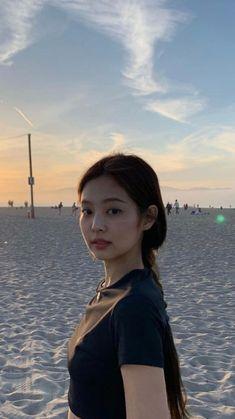 Kim Jennie, Korean Girl, Asian Girl, Black Pink Kpop, Blackpink Photos, Blackpink Fashion, Blackpink Jisoo, Aesthetic Girl, Foto E Video