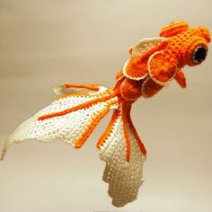 the pattern is in french but if you can follow it this is sooo pretty! :) #crochet #amigurumi