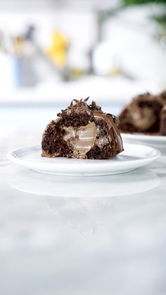 Bolo Bomba de Chocolate Hershey's e Ovomaltine Gourmet Recipes, Baking Recipes, Cake Recipes, Dessert Recipes, Delicious Desserts, Yummy Food, Smothie, Clean Eating Snacks, Food Print