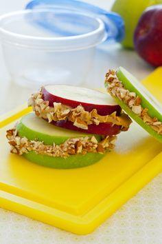 Para los días que necesites energía extra, esta es una excelente y saludable opción! Sin embargo si estás en un programa para perder peso, mide tus porciones! (1 manzana, 1 C de peanut butter y 1 C de granola baja en grasa aportan alrededor de 150 kcal)