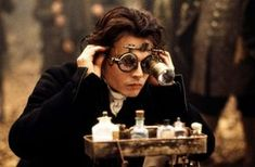 Johnny Depp as Ichabod Crane in 'Sleepy Hollow.' I love the steampunk goggles! Just watched this yesterday actually.for the umphteenth time. Sleepy Hollow 1999, Legend Of Sleepy Hollow, Sleepy Hollow Johnny Depp, Sleepy Hollow Tim Burton, Johnny Depp Frases, Film Tim Burton, Steampunk Goggles, Steampunk Movies, Steampunk Characters