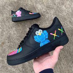 Custom Painted Shoes, Custom Shoes, Custom Sneakers, Sneakers Mode, Sneakers Fashion, Nike Sneakers, Yeezy Fashion, White Nike Socks, Stylish Clothes