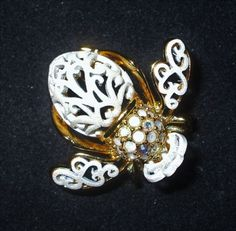 Extremely-Rare-Joan-Rivers-White-Bride-Bee-Pin-New-in-Box