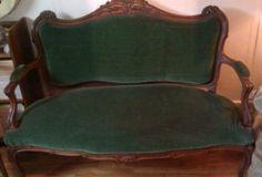 Victorian bottle green velvet loveseat or settee. On Kijiji Montreal. Find Furniture, Vintage Furniture, Victorian Love Seats, Velvet Furniture, Painted Chest, Loveseats, Settee, Green Velvet, Montreal