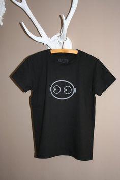 """Junior T-Shirt XL, schwarz,  Motiv:ojo Schwarzes """"organic"""" T-Shirt mit grauem Motiv. Die Motive sind selbstdesignt und mit Transferfolie aufgebracht. Ich habe ein Foto für alle Größen gemacht. Abweichungen vom Foto sowie computerbedingte Farbabweichungen sind möglich."""