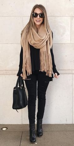 Brushed Long Fringed Scarf Stylish casual oversized black sweater for fall women street style outfit. Classy chic black hole thin jeans this winter. Simple classic black booties leather heels with fashion simple black handbag fabulous trendy ootd. Street Style Outfits, Mode Outfits, Street Style Women, Trendy Outfits, Street Styles, Classy Outfits, Simple Black Outfits, Urban Chic Outfits, Classic Outfits For Women