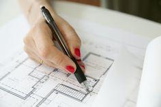Een goed interieur ontwerp is belangrijk voor het inrichten van jouw nieuwbouw woning. Wij geven graag interieur advies bij het inrichten nieuwbouw woning. Vind op onze website 5 tips! Nieuwbouw woning   interieurontwerp, woonkamer inrichten   inrichten woonkamer Office Supplies, Website, Design