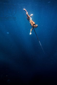 A Bajo elder of Sampela, spear fishing on the reef (photo), . / Cory Richards/National Geographic Creative / Bridgeman Images