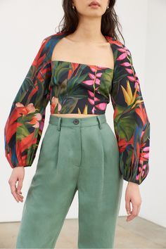 Moon fitted crop top in zanzi black floral print. Cute Casual Outfits, Summer Outfits, Style Surfer, Mode Jeans, Looks Style, Dress To Impress, Ready To Wear, Fashion Dresses, Fashion Design