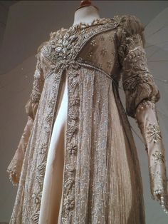 A dress like Danielle (Drew Barrymore) wore to the ball in Ever After. <3