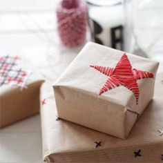 Embroidered gift wrap - super simple idea (in German).