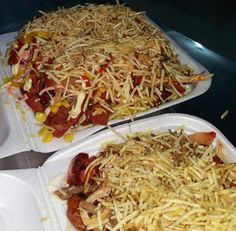 Salchipapas colombianas. Colombian Food, Colombian Recipes, Fat Foods, Recipes From Heaven, Food Truck, Spaghetti, Lunch, Dinner, Eat
