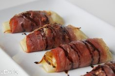 Rollitos de pera, jamón serrano y cebolla caramelizada