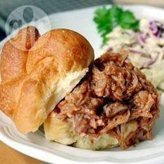 Broodjes varkensschouder (Pulled Pork sandwiches) @ allrecipes.nl