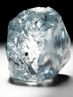 An exceptional carat blue diamond recovered at the Cullinan mine in June 2014 - Petra Diamonds Minerals And Gemstones, Crystals Minerals, Rocks And Minerals, Diamond Mines, Rough Diamond, Oval Diamond, Rare Diamonds, Diamond Picture, Rare Gems