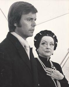 Rober Wagner y Bette Davis en 'El mundo extraño de Madame Sin' (David Greene, 1972)