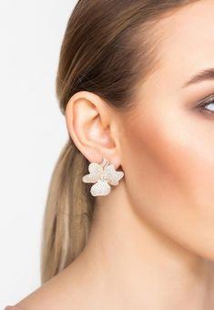 Design:Ideal for those who love statement jewellery with added sparkle. Make these floral inspired earrings your new timeless treasures.These large flower stud earrings are adorned with sparkling cubic zirconia which add a touch of sophisticated style to any outfit. Pierced earrings with post back and butterfly fastening.Materials:925 sterling silver dipped in 22ct rose gold. AAA grade white cubic zirconia. Style Notes:Perfect pairing to the baroque pearl long necklace flower white rose… Gold Drop Earrings, Rose Gold Earrings, Pierced Earrings, Stud Earrings, Pink Jewelry, Bridal Jewelry, Flower Stud, Baroque Pearls, Beautiful Earrings