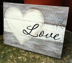 Wood Pallets Ideas Christmas DIY: Love pallet sign Lov Love pallet sign Love wood sign rustic by TheGingerbreadShed Pallet Crafts, Diy Pallet Projects, Wooden Crafts, Wood Projects, Country Wood Crafts, Wooden Diy, Decoration St Valentin, Arte Pallet, Love Wood Sign