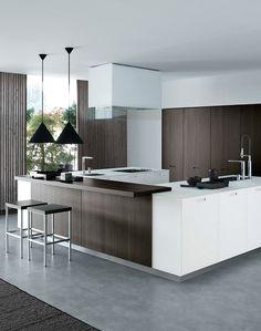 Kyton is eigenlijk een combinatie van veelzijdigheid en concreetheid. De keuken heeft als typische kenmerk de inbouwgreep en leent zich uitstekend voor een combinatie met open elementen.
