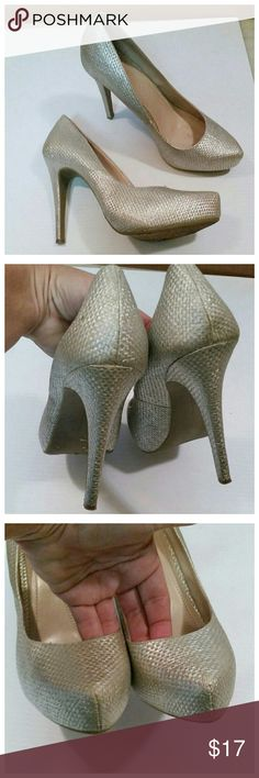 """BCBGGENERATION ivory gold heels In excellent condition.  Ivory color with a metallic gold hue to them. 4"""" heels. Gorgeous shoes BCBGeneration Shoes Heels"""