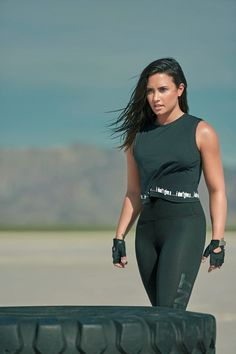 Demi Lovato launches collection for Kate Hudson's Fabletics. Demi Lovato launched an activewear collection with Kate Hudson's line Fabletics on Wednesday. Demi Lovato Body, Demi Lovato Style, Demi Lovato Workout, Demi Lovato Mma, Demi Lovato 2018, Camp Rock, Selena Gomez, New Mexico, Soccer Girls