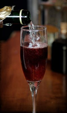 Champaign Cocktails, Cocktail Drinks, Cocktail Recipes, Wine Recipes, Champagne, Healthy Cocktails, Yummy Drinks, Elderberry Cocktail, Elderberry Syrup