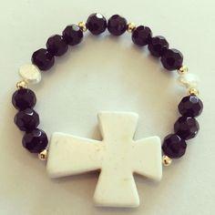 #zowiecreations Siguenos instagram & Facebook #bracelet #pulsera #cross #cruz #black #negro #white #blanco #crystalbeads #jewerly #pr #handmade #pearls #perlas