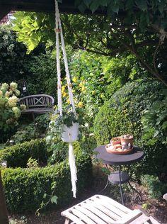 Deko-Objekte - Weiße Blumenampel Makramee lang - ein Designerstück von Lotti-Geli bei DaWanda