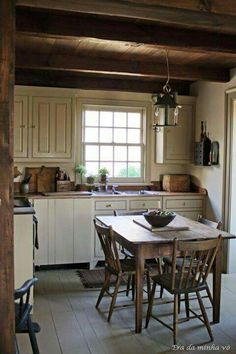 Amazingly Austere American Farmhouse By Phoebe Troyer Ideas No 04 (Amazingly Austere American Farmhouse By Phoebe Troyer Ideas No design ideas and photos Eat In Kitchen, Kitchen Dining, Kitchen Decor, Kitchen Ideas, Cozy Kitchen, Kitchen Small, Decorating Kitchen, Kitchen Rustic, Wooden Kitchen