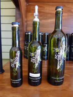 Holy moly or should I say Oli Moly. If you love all sorts of olive oils and balsamic vinegars, you'll be in olive oil and vinegar heaven when you enter Oli & Ve (pronounced Ollie and Vee). It's a fun retail store—the first of its kind in Atlanta—that features premium extra virgin olive oils (EVOO) from around the world including fused, infused and gourmet flavors as well as traditional-style Italian condimento balsamic vinegars and specialty vinegars.