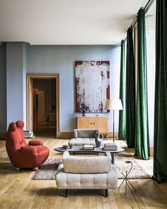 An Elegant Blend of Art and Comfort Elegant living room with mix of modern and antique furniture on Thou Swell Kevin O'Gara Interior Exterior, Home Interior, Interior Architecture, Interior Decorating, Interior Design Inspiration, Home Decor Inspiration, Casa Milano, Living Room Decor, Living Spaces