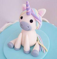 Topo de bolo de unicórnio feito com muito carinho em pasta americana . Orçamentos e encomendas E-mail: contato@bolosdacintia.com Whatsapp: (11) 96882-2623 . #bolosdacintia #arcoiris #unicornio#lacinhos #tonspastel #chadebebe #pastaamericana #cakedesigner #cakeboss #cakedecorating #unicorn #unicorncake #rainbow #ribbon #candycolors #fondant #boloarcoiris #bolounicornio #topodebolo #caketopper