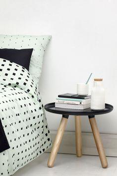 Cube sengesæt fra Normann Copenhagen, designet af Anne Lehmann. Flot grafisk sengetøj det firkantede Cube mønster fader gradvist ud til de helt forsvinder, giver sengetøjet et stilfuldt udtryk. Cube sengesæt er udført i bomuldssatin, hvilket gør det ekstra lækkert blødt at sove i.
