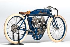 Este 1911 Indian Twin Big Base Racer (Lote é estimado para buscar entre … - Motocicleta Vintage Indian Motorcycles, Antique Motorcycles, Vintage Bicycles, Indian Motorbike, Womens Motorcycle Helmets, Motorcycle Style, Motorcycle Girls, Racing Motorcycles, Custom Motorcycles