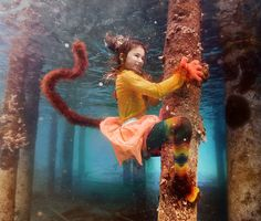 Fotógrafo retrata crianças de ilha no Caribe com ensaio encantador debaixo d'água