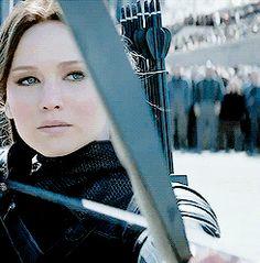 «His heart the war, Her face the battlefield Hunger Games Trilogy, Katniss Everdeen, Mockingjay, Warriors, Costume, Queen, Google Search, Heart, Face