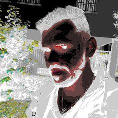 ''Práctica 3'' En este caso deseaba un toque más oscuro o fantástico. Para ello he convertido la imagen a colores indexados y usado una paleta personal de colores, en concreto ''Visibone 2'', y eliminado los colores sin usar la paleta final y activado el difuminado de trasparencia. Luego, en colores ''inversión del color'' y tenemos este efecto tan ''peculiar''.