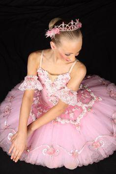Specializing in unique custom designed tutus and other dance costumes. Ballet Tutu, Ballet Dancers, Ballerinas, Little Girl Ballet, Ballet Girls, Tutu Costumes, Ballet Costumes, Angelina Ballerina, How To Make Tutu