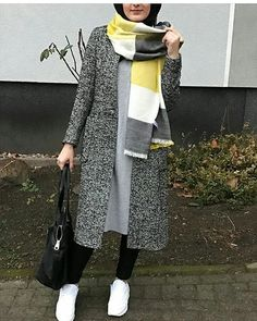 Classy Winter Coat Looks With Hijab - Zahrah Rose Modern Hijab Fashion, Street Hijab Fashion, Hijab Fashion Inspiration, Islamic Fashion, Abaya Fashion, Muslim Fashion, Mode Inspiration, Modest Fashion, Hijab Casual