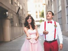 super mario themed wedding with a mushroom cake, colorful bouquet, pink wedding dress and table under the clouds! Super Mario Bros, Super Mario Brothers, Geek Wedding, Wedding Trends, Wedding Blog, Wedding Ideas, Dream Wedding, Peach Mario, Mario And Princess Peach