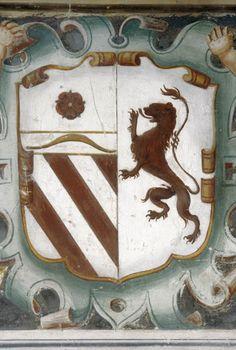 Escudo de la noble familia Italiana de los Orsini, Condes de Nola y de Samo, en una sala de su palacio en la ciudad de Roma. Italia. Medieval, Crests, Coat Of Arms, Moose Art, Display, History, Flags, Royals, Europe