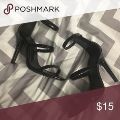 ❤️SUPER CUTE BLACK FOREVER 21 HEELS⚡️ WORN 2 times!! super cute black heels with 3 bands. Perfect for a cocktail dress! A little worn but not noticeable! Forever 21 Shoes Heels