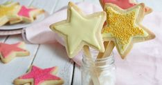 Recruit your little helpers with these creative easy-to-make Christmas recipes for the kids. From edible Christmas gifts to easy baking ideas, you are guaranteed to make a little festive mess! Edible Christmas Gifts, Best Christmas Recipes, Christmas Baking, Christmas Cookies, Christmas Biscuits, Edible Gifts, Christmas Treats, Xmas Gifts, Biscuit Cookies