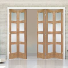 Freefold Oak Shaker 4 Pane Style Folding 5 Door Set with Obscure Glass, Height 2090mm, Width 3114mm. #shakerfioldingdoors #oakglazeddoors #internalfoldingdoors