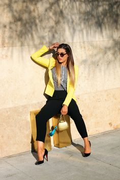 Love the yellow blazer Casual Work Outfits, Business Casual Outfits, Professional Outfits, Mode Outfits, Work Casual, Classy Outfits, Fashion Outfits, Yellow Blazer Outfits, Chic Outfits