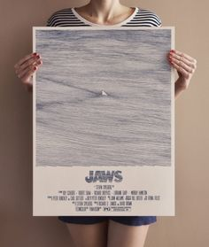 Bartosz Kosowski est un talentueux illustrateur polonais qui vit et travaille à Lodz. Ses réalisations sont principalement axées sur les portraits et les illustration éditoriales, il a entre autres travaillé pour The New Yorker, The New Republic, Newsweek,…  Grand fan de Steven Spielberg et plus particulièrement de « Jaws » (les dents de la mer) il a rendu hommage à son réalisateur préféré en créant cette magnifique affiche éditée à 140 exemplaires et signée par l'artiste.