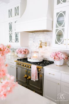 Valentine's Day Kitchen Tour - Randi Garrett Design    #whitekitchen #whitemarble #marblecounter #marblecountertops #whitetransitionalkitchen #beautifulkitchen #shakercabinets #whitecabinets #whitekitchencabinets
