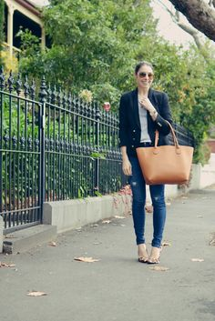 @michellesstyle shows us how to wear the @louenhide Sherwood handbag in Latte/Fuchsia - Michelle's Style File | Melbourne fashion blog | Australian style blog | Boys style: Tan tote