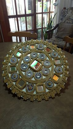 Rolled Paper Art, Mirror Gallery Wall, Arts And Crafts, Diy Crafts, Newspaper Crafts, Crafty Craft, Projects To Try, Button, Furniture